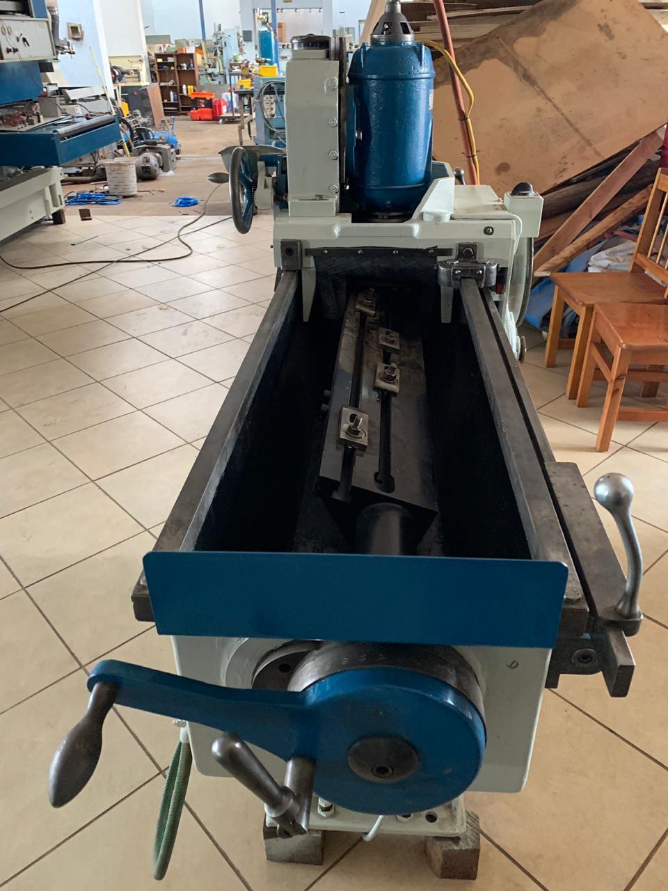 Planer/chipper blade sharpner
