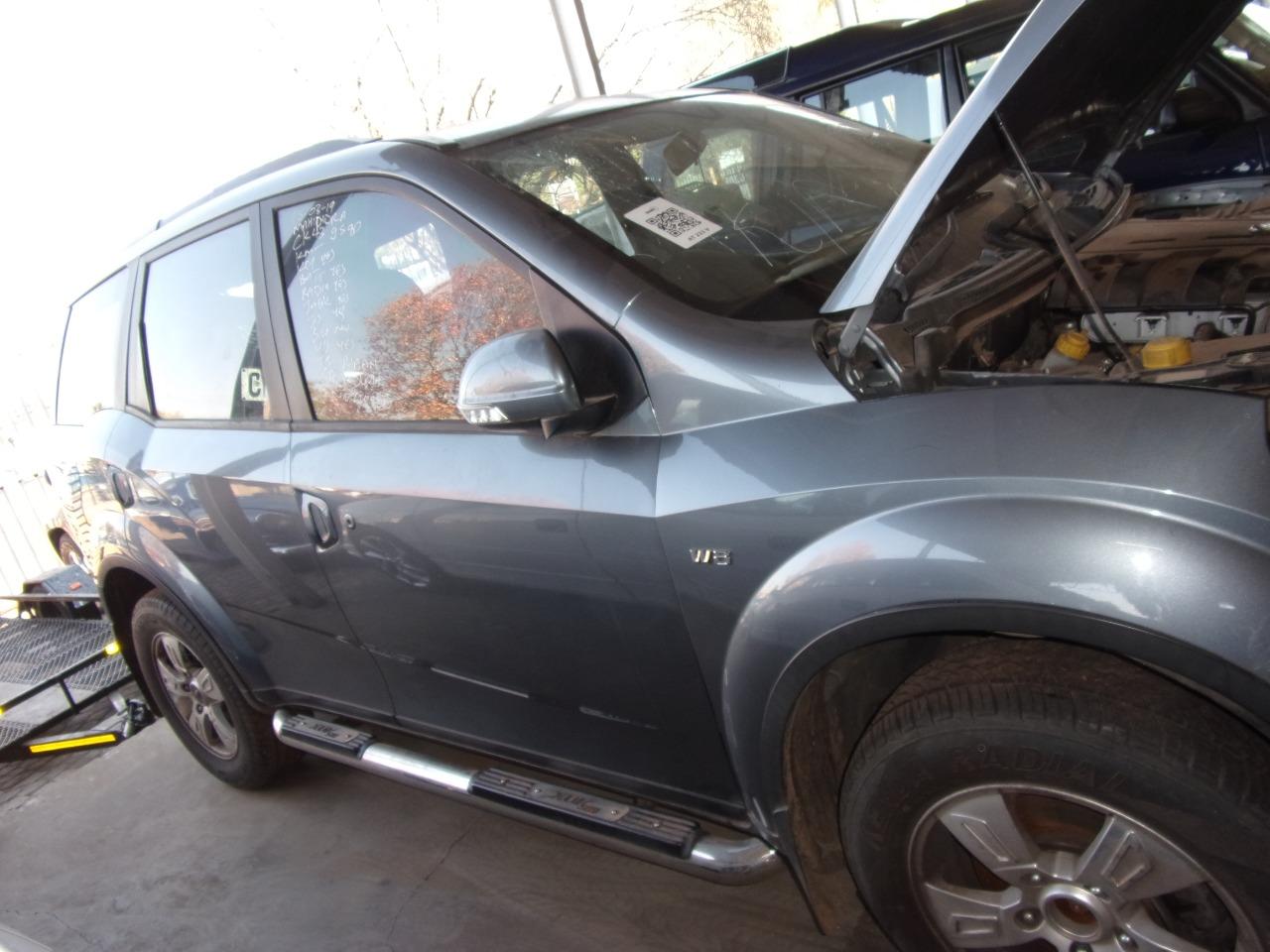 2013 Mahindra Xuv500 Xuv 500 2 2d Mhawk W8 7 Seat Junk