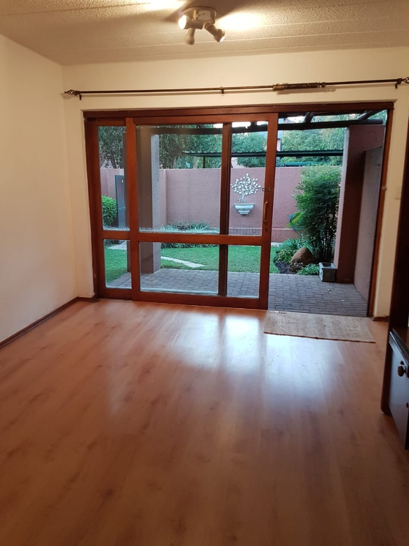 Townhouse For Sale in Sunninghill