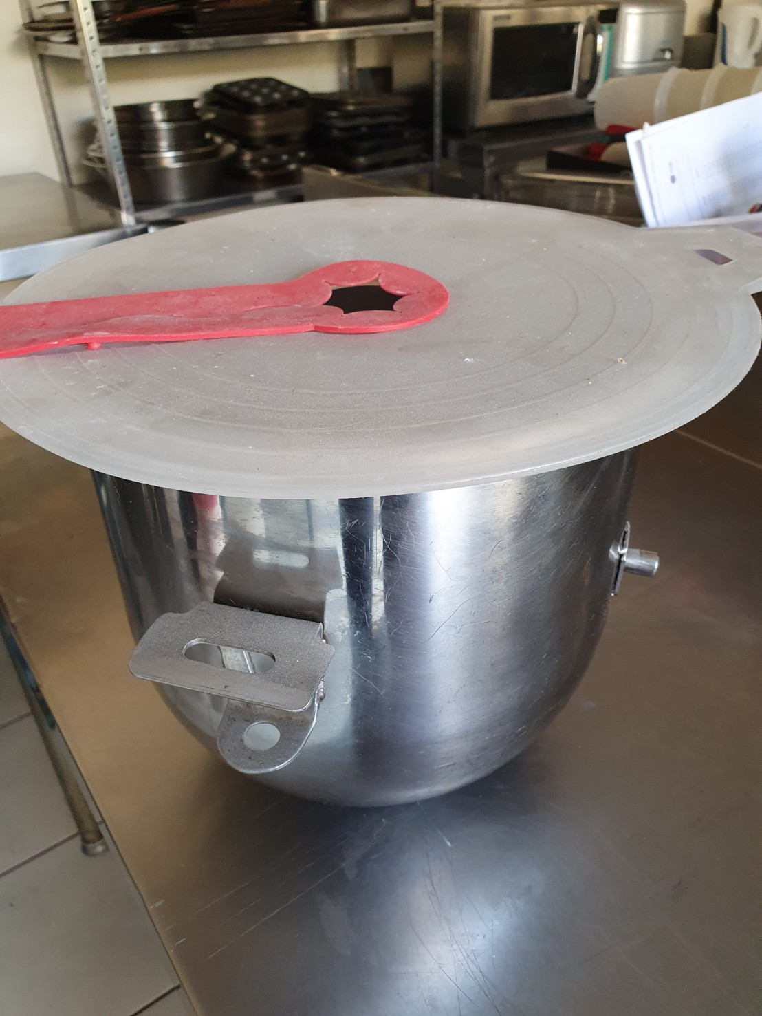 used cake mixer with complete accessories
