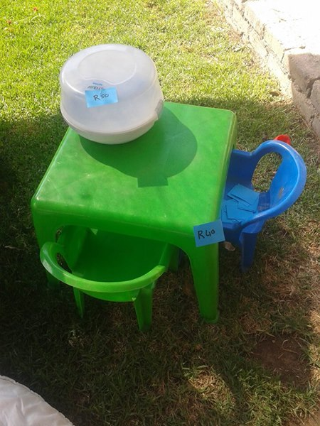 Kiddies desk and chairs