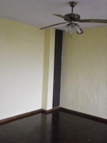 Neat 2 b/r apartment at Paradise Valley, Pinetown. Avail 01 July