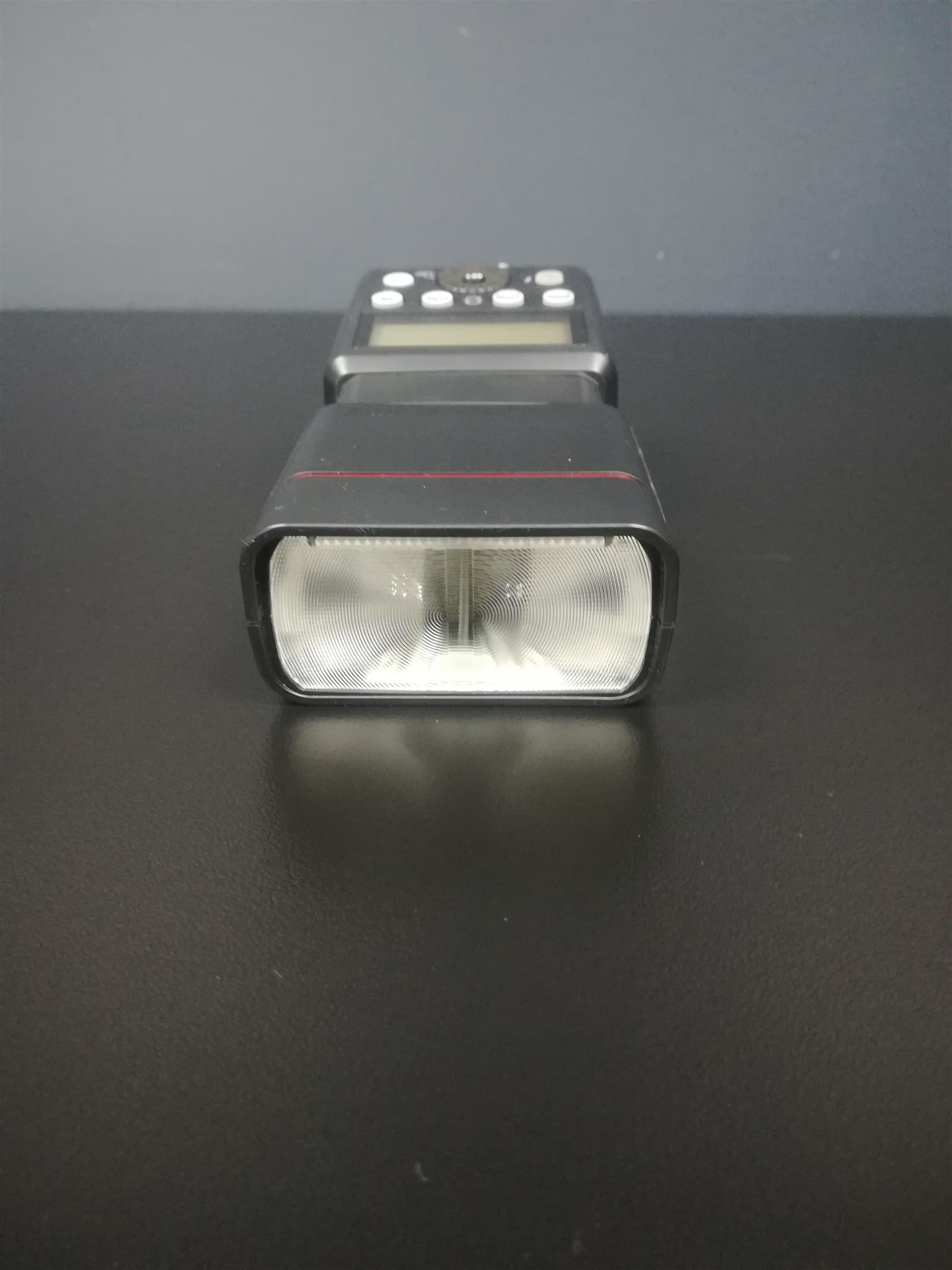 Hahnel 360Rt Detachable flash suitable for Nikon, Cannon, Fuji film and Sony cameras