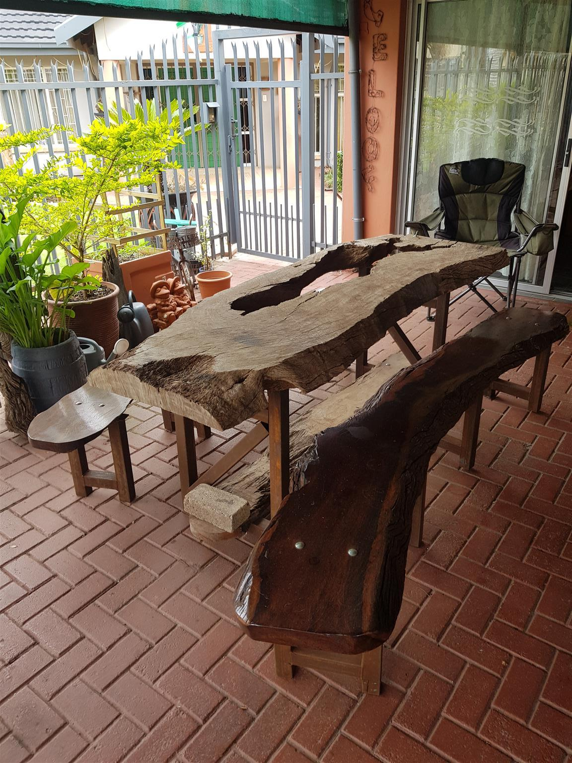 Hardekool table and benches