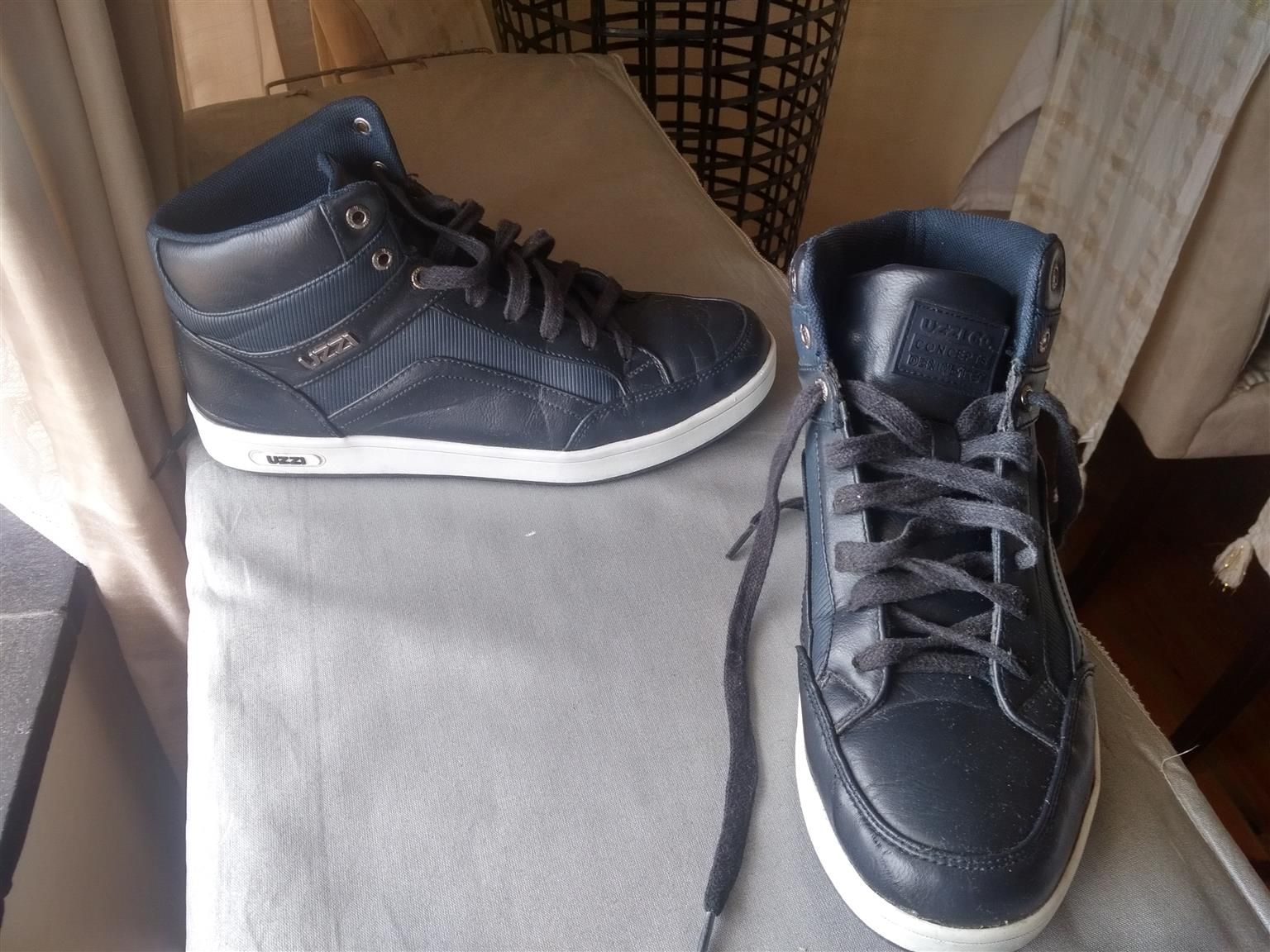A pair of blue Uzzi shoes for men, size 8 bought on 25 October and worn only about 8 times since then. R200 negotiable.