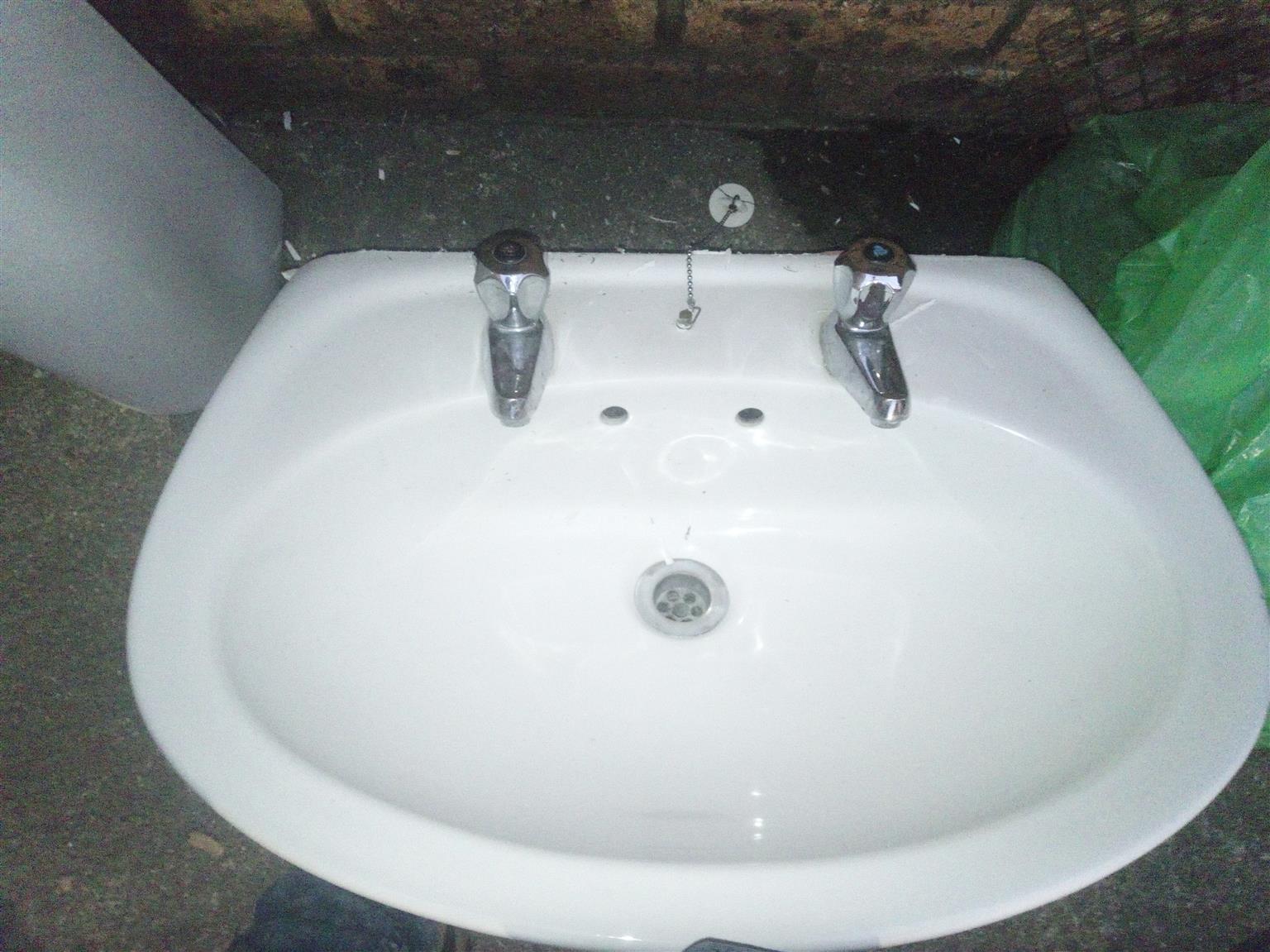 Bathroom Washbasin and Pedestal