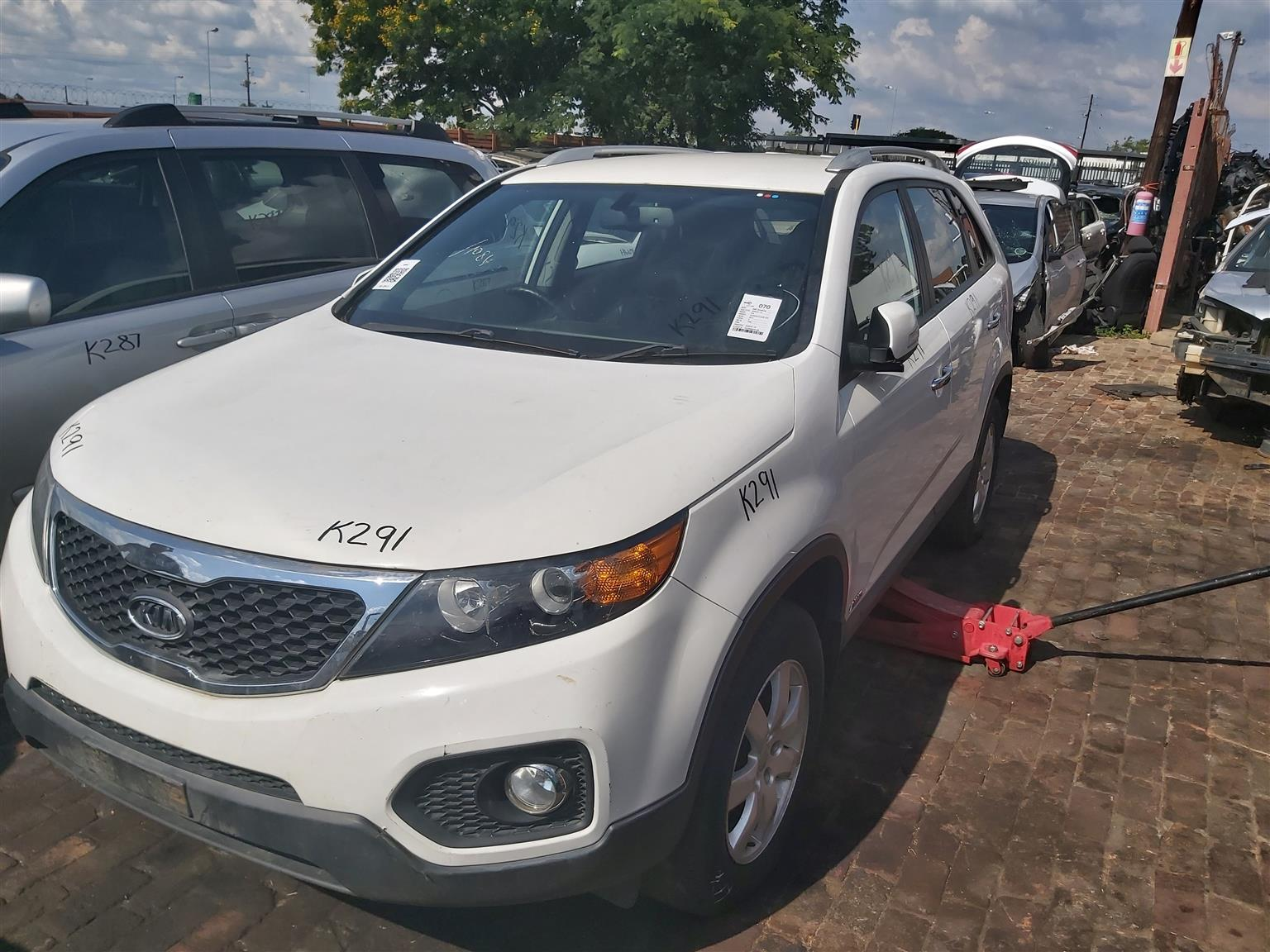 Kia Sorento 2.2 Crdi now for stripping of all parts.
