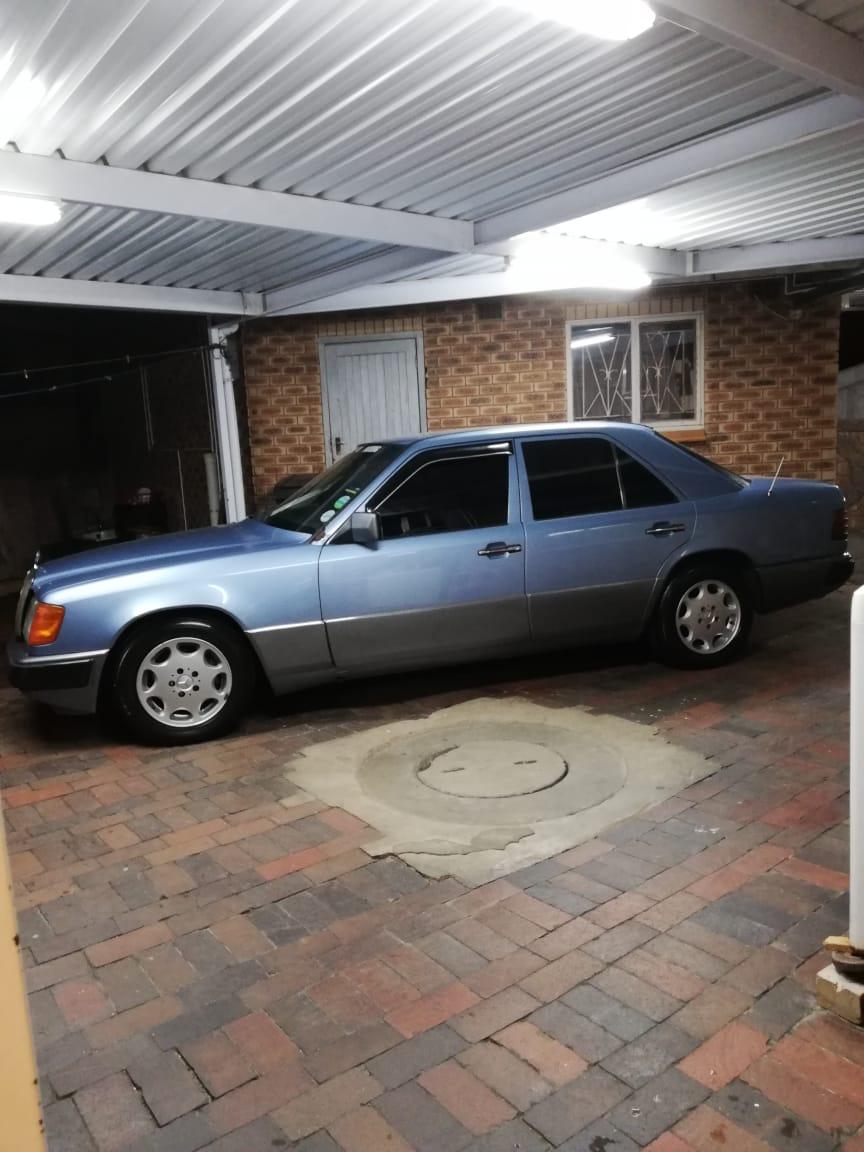 1993 Mercedes Benz 220SE