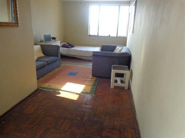 Auckland Park garden cottage to rent unfurnished cat allowed Rental R3800 all inclusive