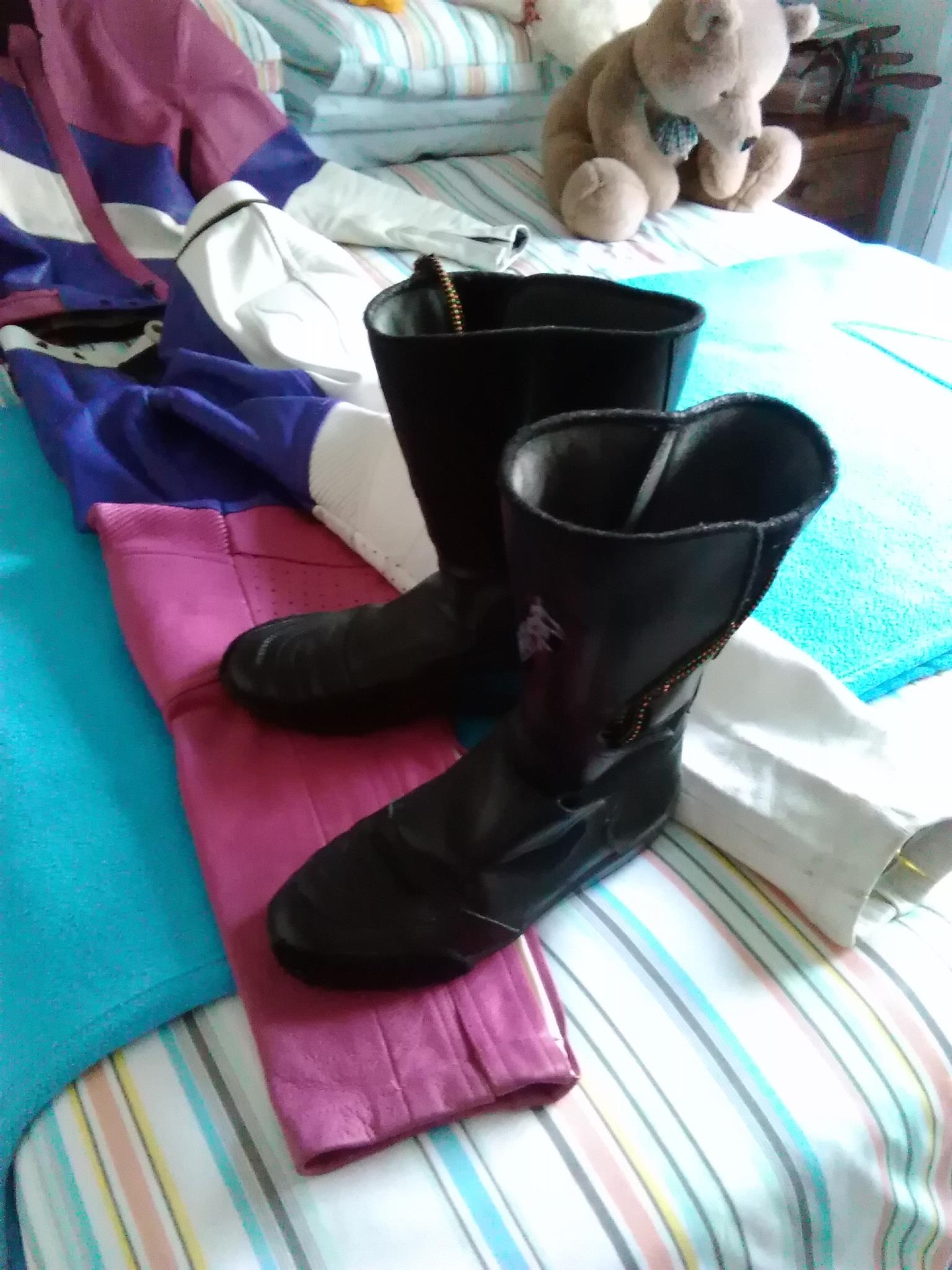 Racing leathers and boots size 7