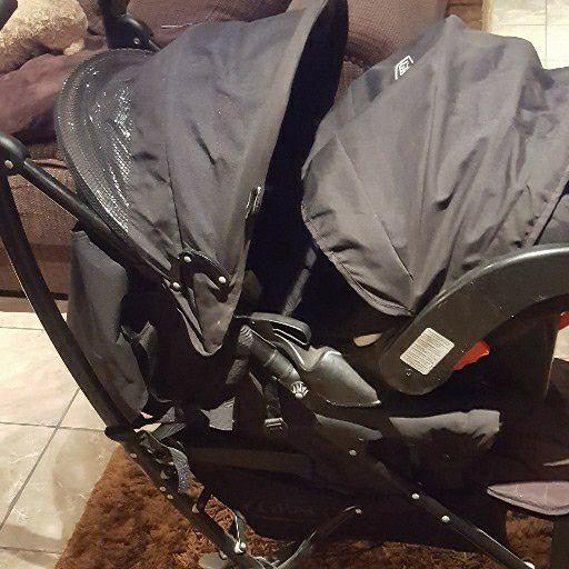 Graco travel system (pram & car chair & base)