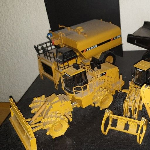 Caterpillar, Liebherr & Bell 1:50 Scale Models for Sale