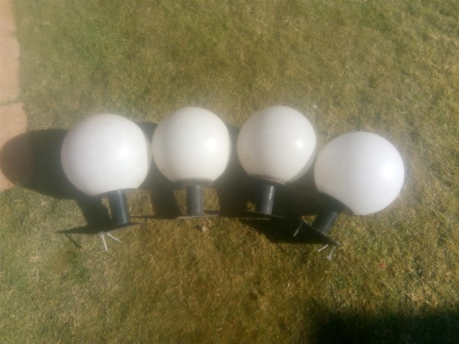 4x garden lights