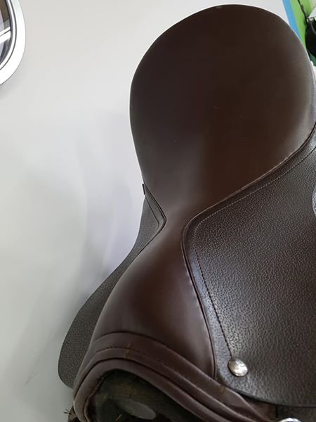 """Beautiful Brown Hilltop saddle 18"""" fully fitted"""