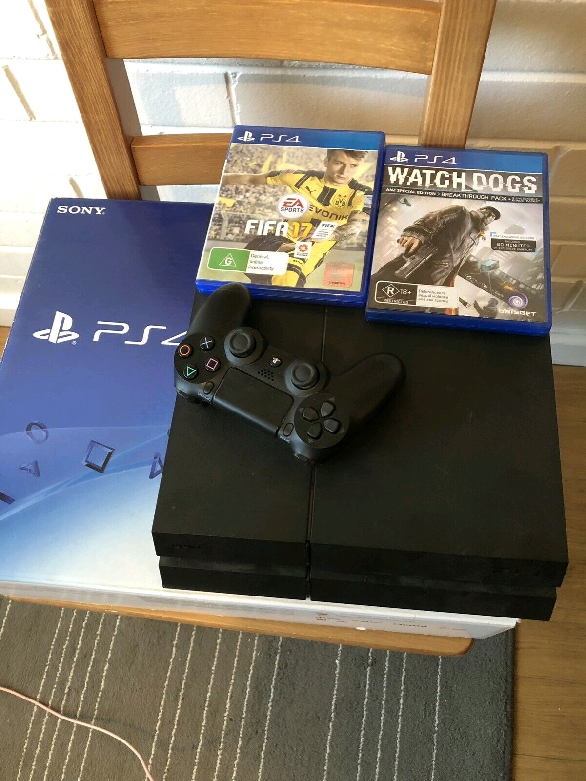 Sony PS4 500gb complete console 1 controler
