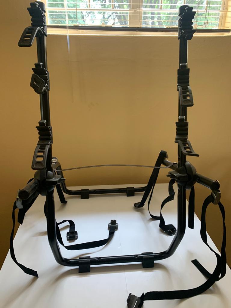 Bicycle rack for sedan car