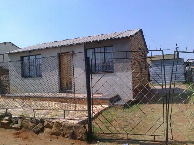 Pimville 4roomed house to rent for R2500