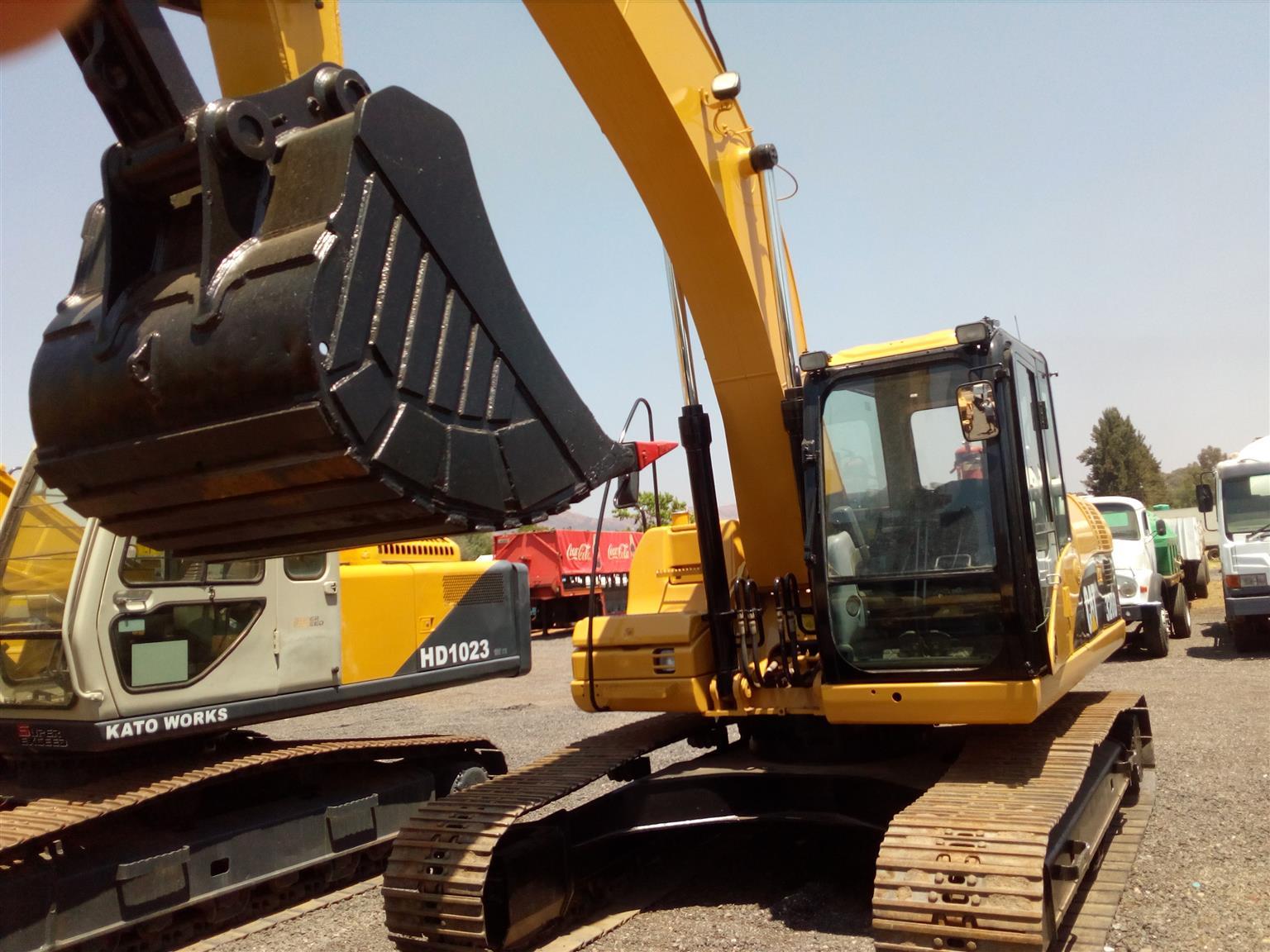 Caterpillar 320 DL Excavator