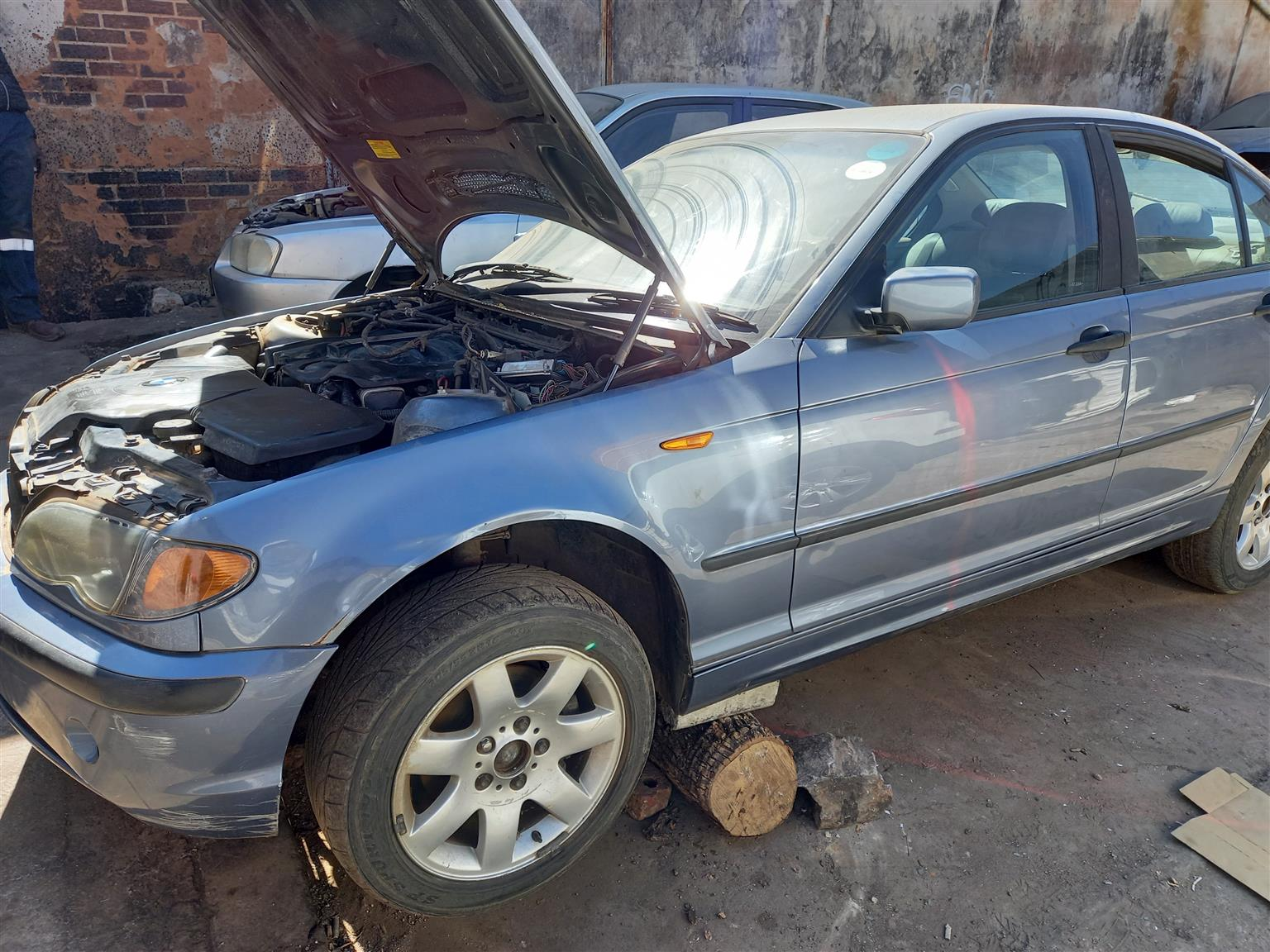 We are stripping BMW 318 2003 E46