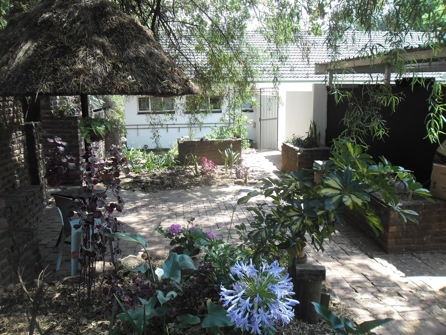 Room in commune Pta East