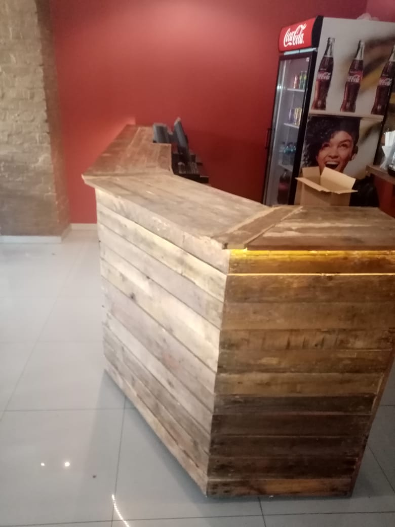 Bar or restaurant or business counter