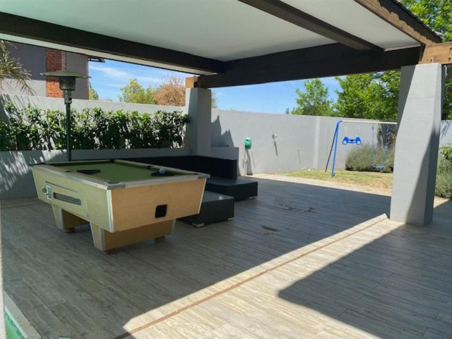 House For Sale in WOODLAND HILLS