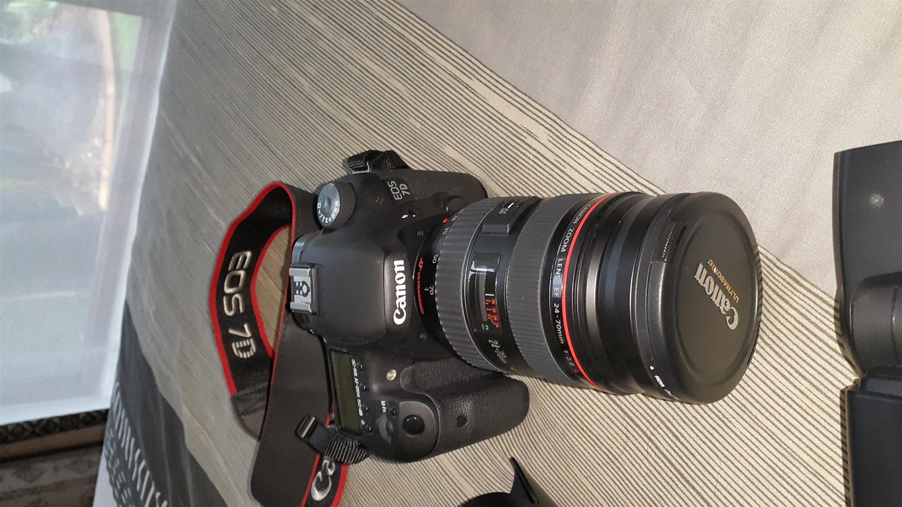Canon 7D DSLR Bundle + 70-200 L Series + 24-70 L Series + 2 times converter + backpack + Speedlight 480 EX