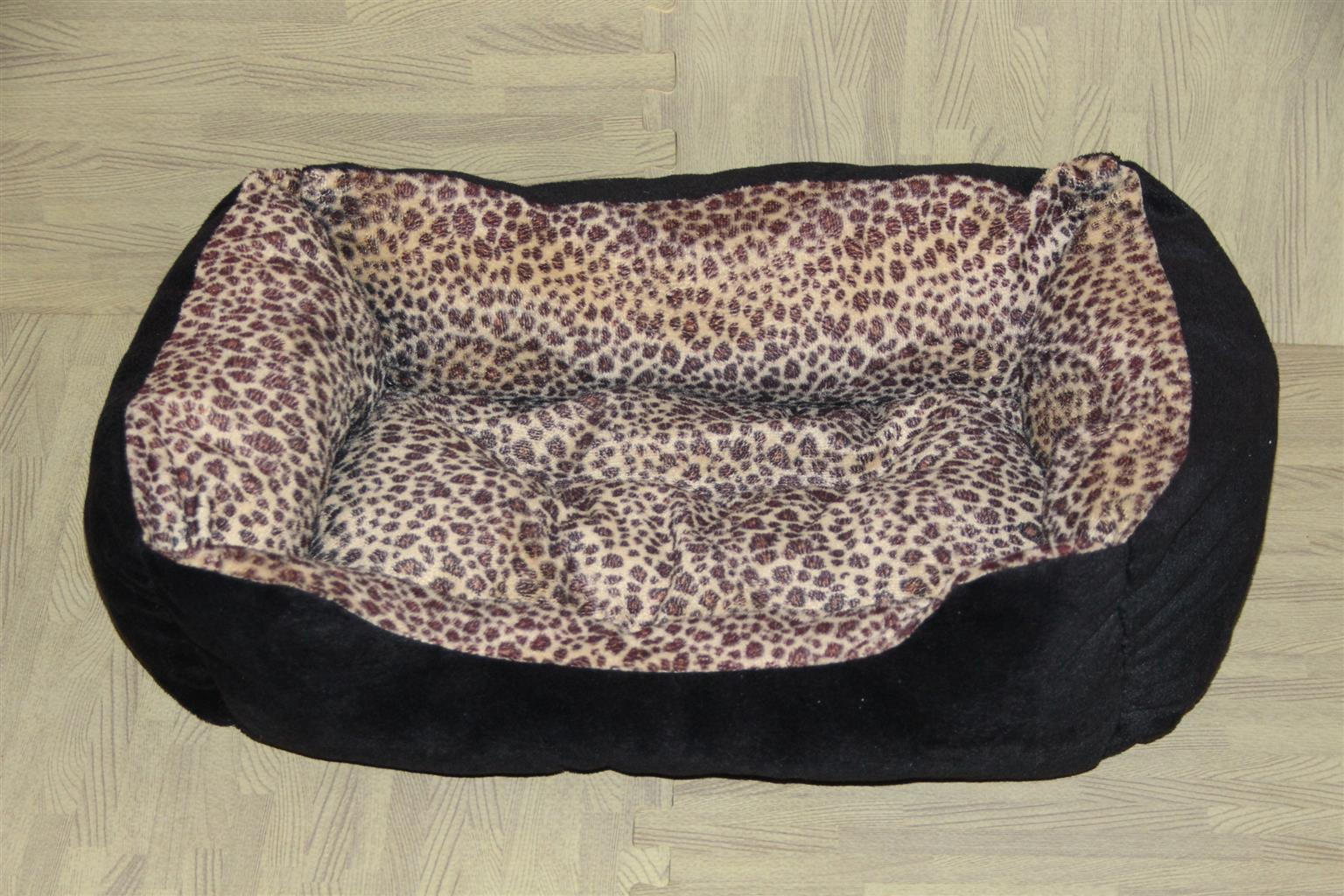 Cat / dog bed, very soft and puffy