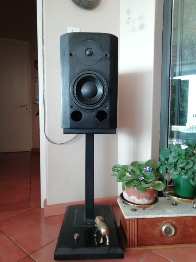 Sonor Cadence loudspeakers with metal and wood stands