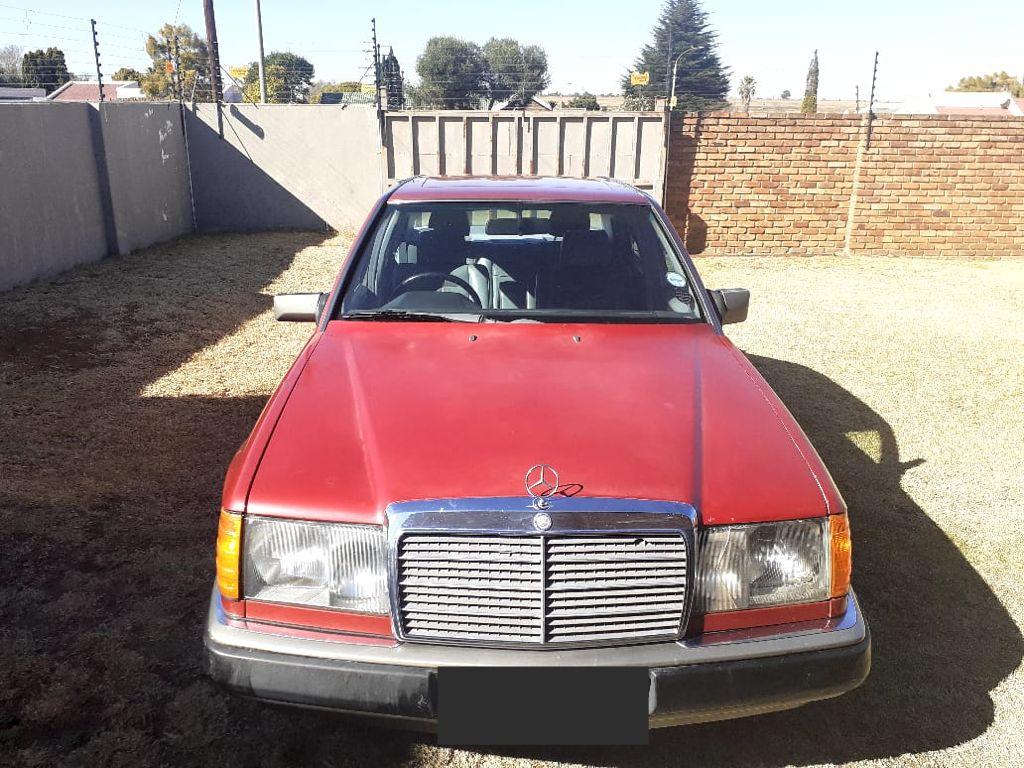 1986 Mercedes Benz 230E