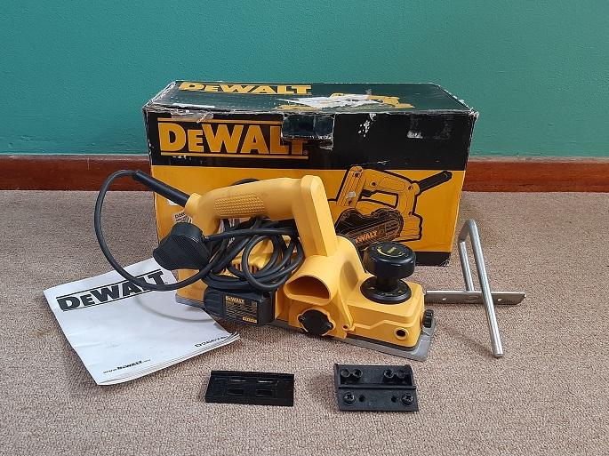 Dewalt D26676 550V Hand Planer