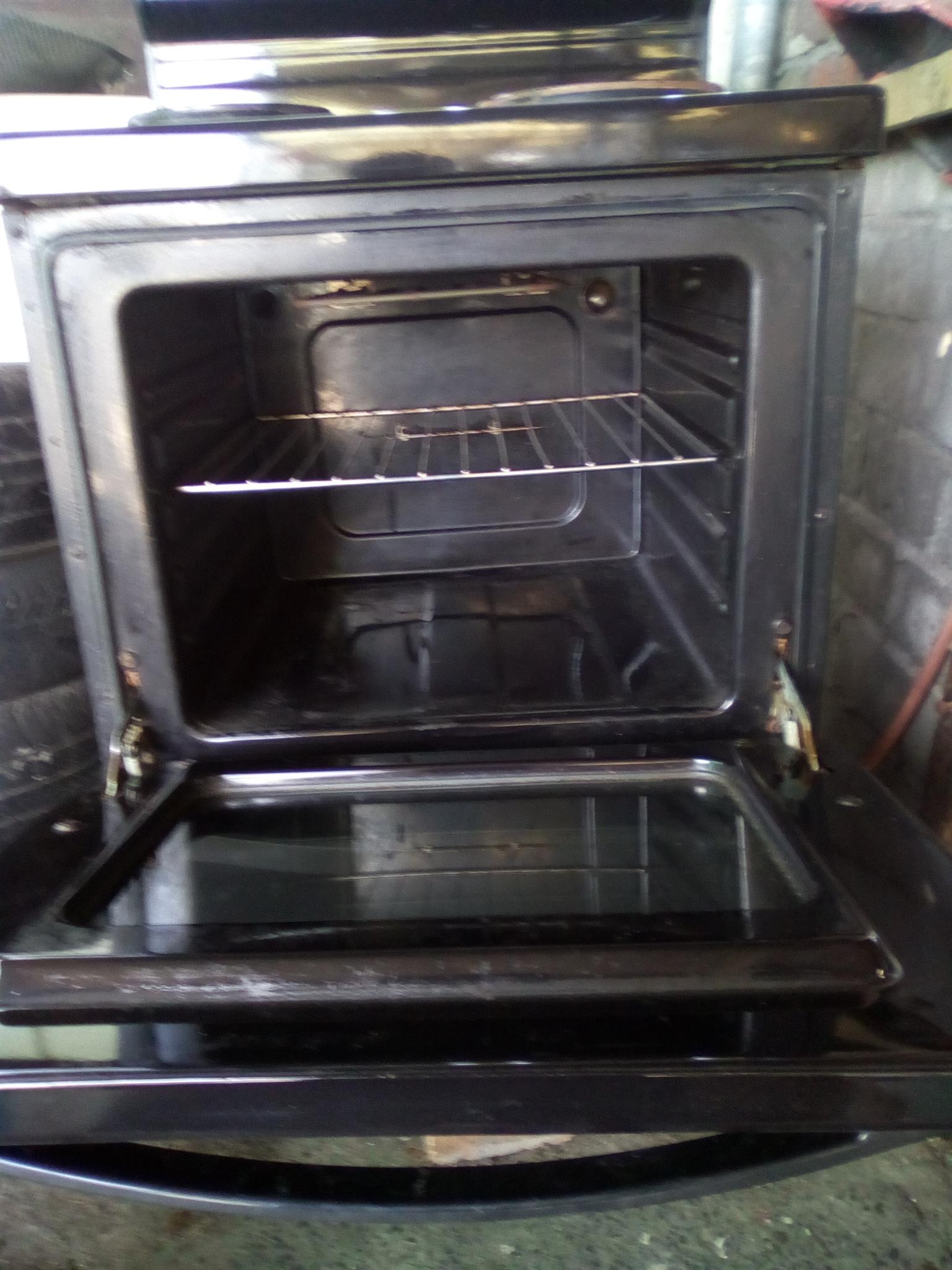 Kelvinator 4plate stove with oven and warmer