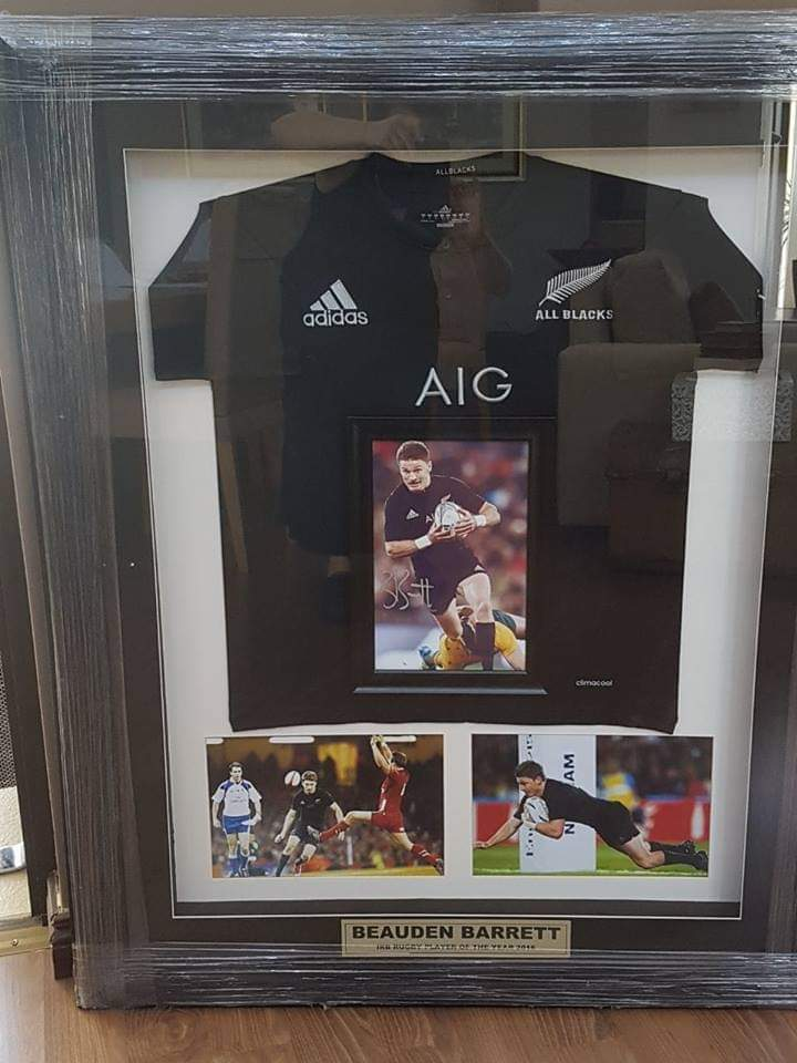 Limited edition box frame in mint condition from new Zealand signed and in a stunning box frame for the serious collector.