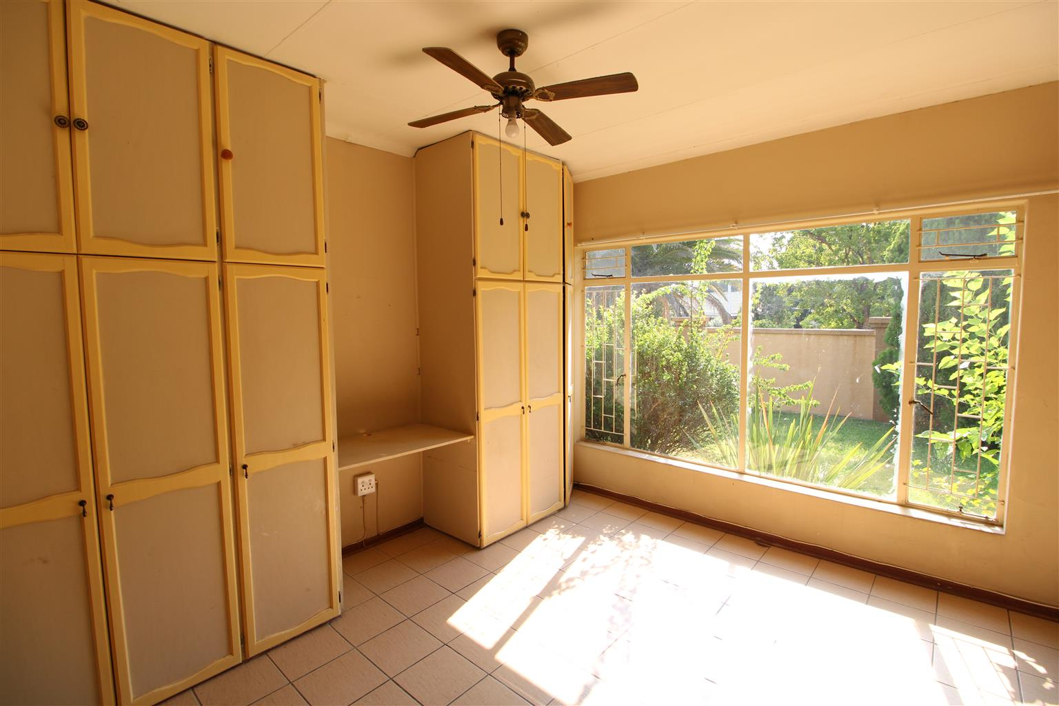 PRICE REDUCED - Large, great value for money Family Home in a Quiet Neighborhood