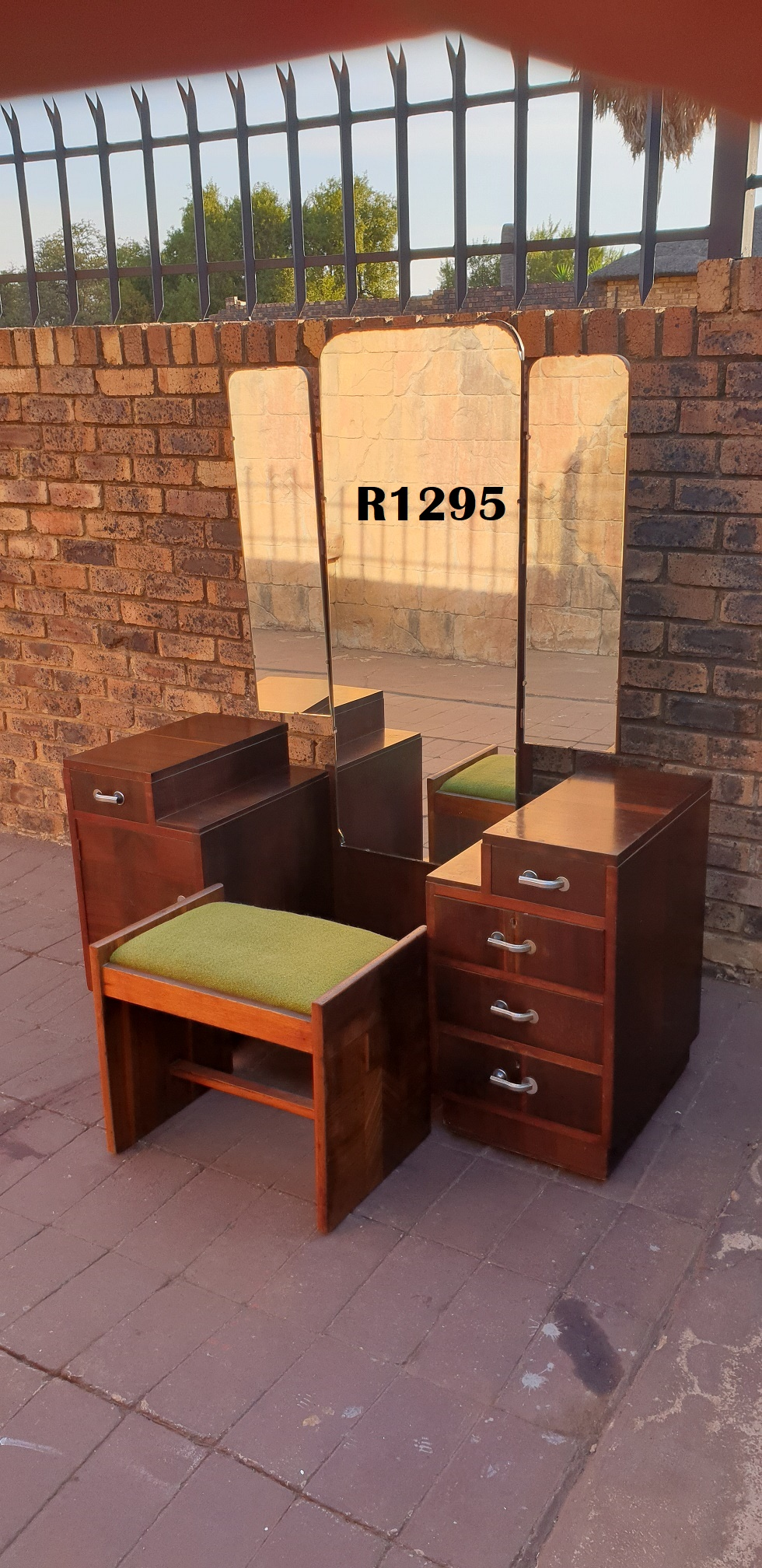 Art Deco Dressing Table with Chair (1375x515x680)