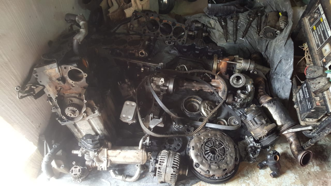 vw amarok 2011 2 0L tdi 4 motion motor stripping for spares engine code cdc  | Junk Mail
