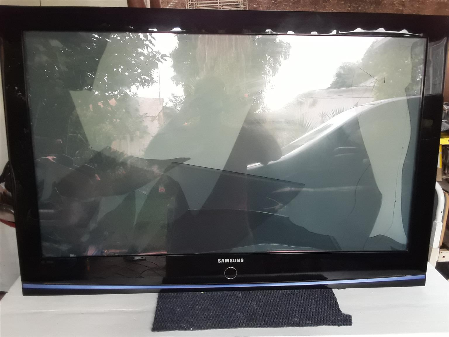Samsung Plasma TV PS42A410C1. Screen is broken. Selling as is or for spares.