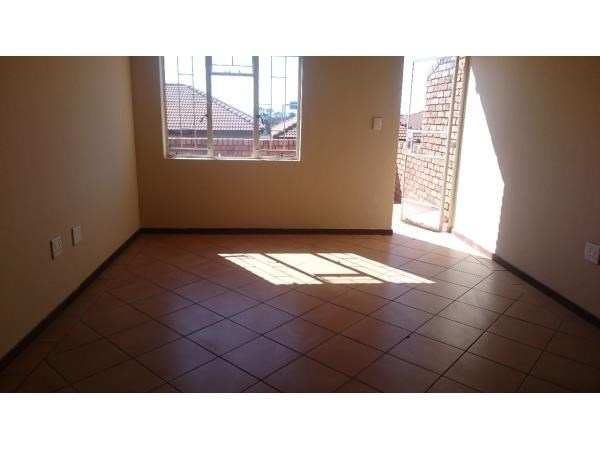 Lonehill open plan studio townhouse to rent for R5000
