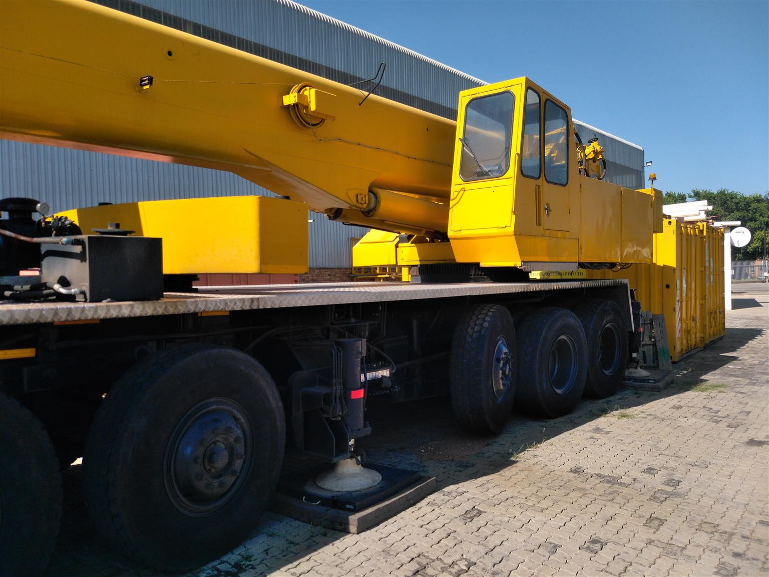 90 ton crane