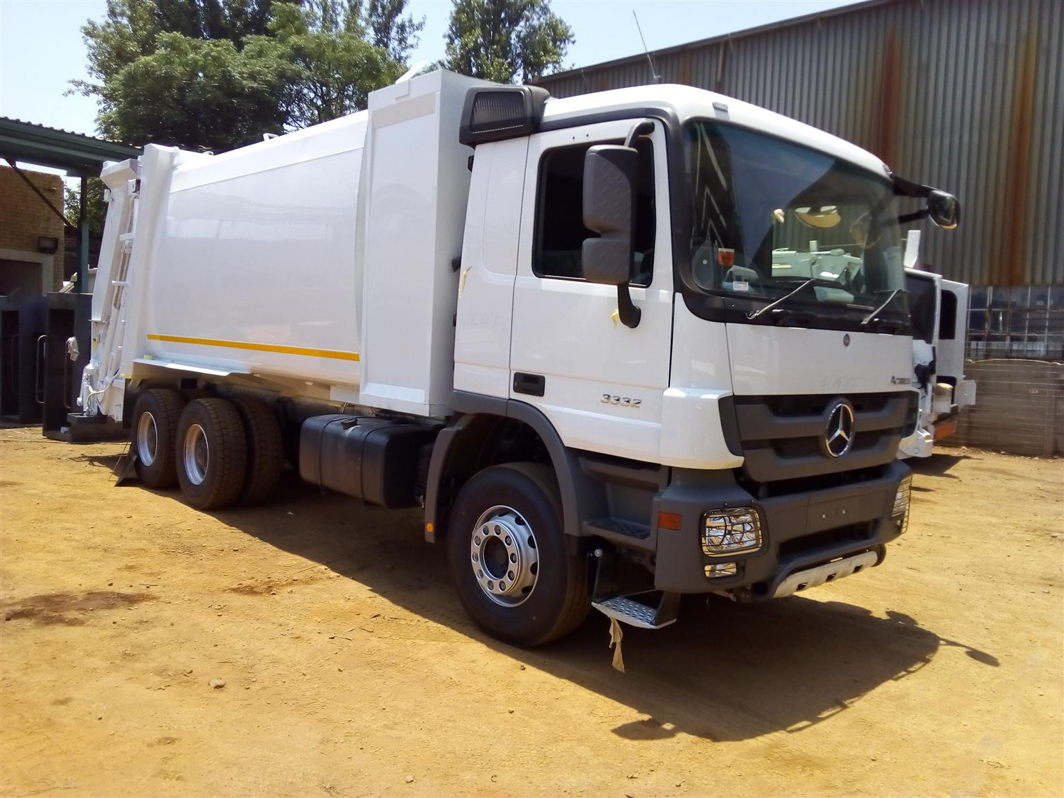 MAGNIFICENT NEAT STRONG AND RELIABLE WASTE COMPACTING LOAD