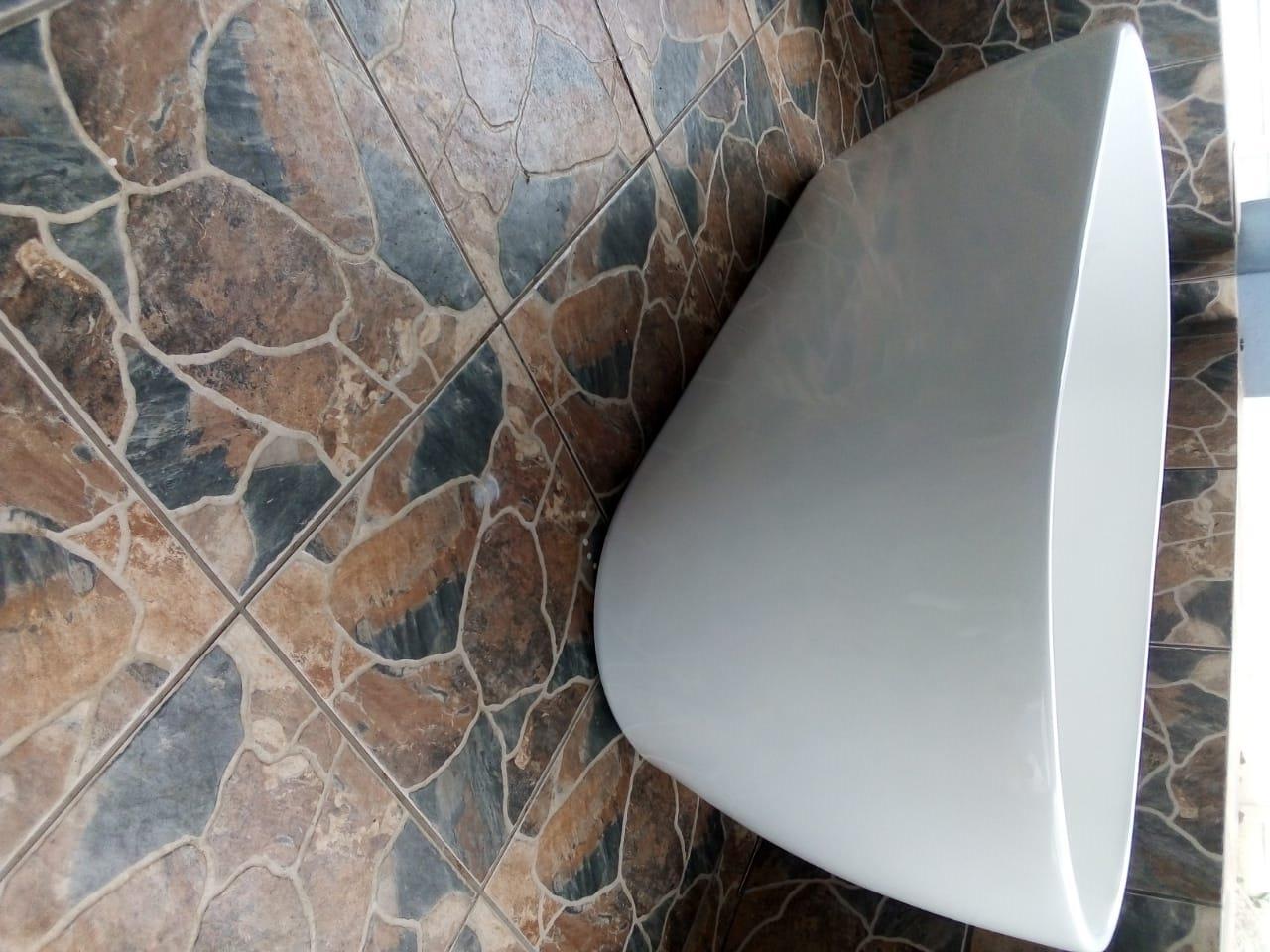 White freestanding Orbit bath