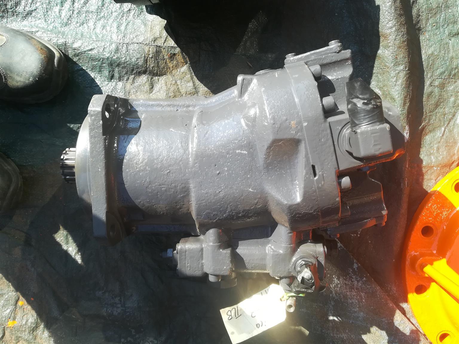 Hitachi EX 220 main hydraulic pump