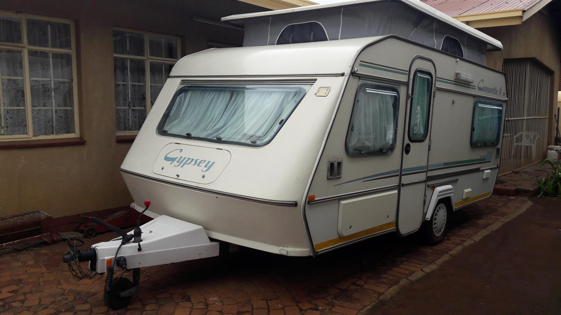 GYPSEY CARAVETTE 6 WITH FULL TENT RALLY TENT AND BIG FRIDGE AND FREEZER IN EXCELLENT CONDITION MUST BE SEEN
