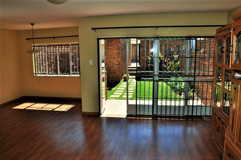 Dian Lodge No 16 is a 3-Bedroom Townhouse To Let in Halfway Gardens Midrand