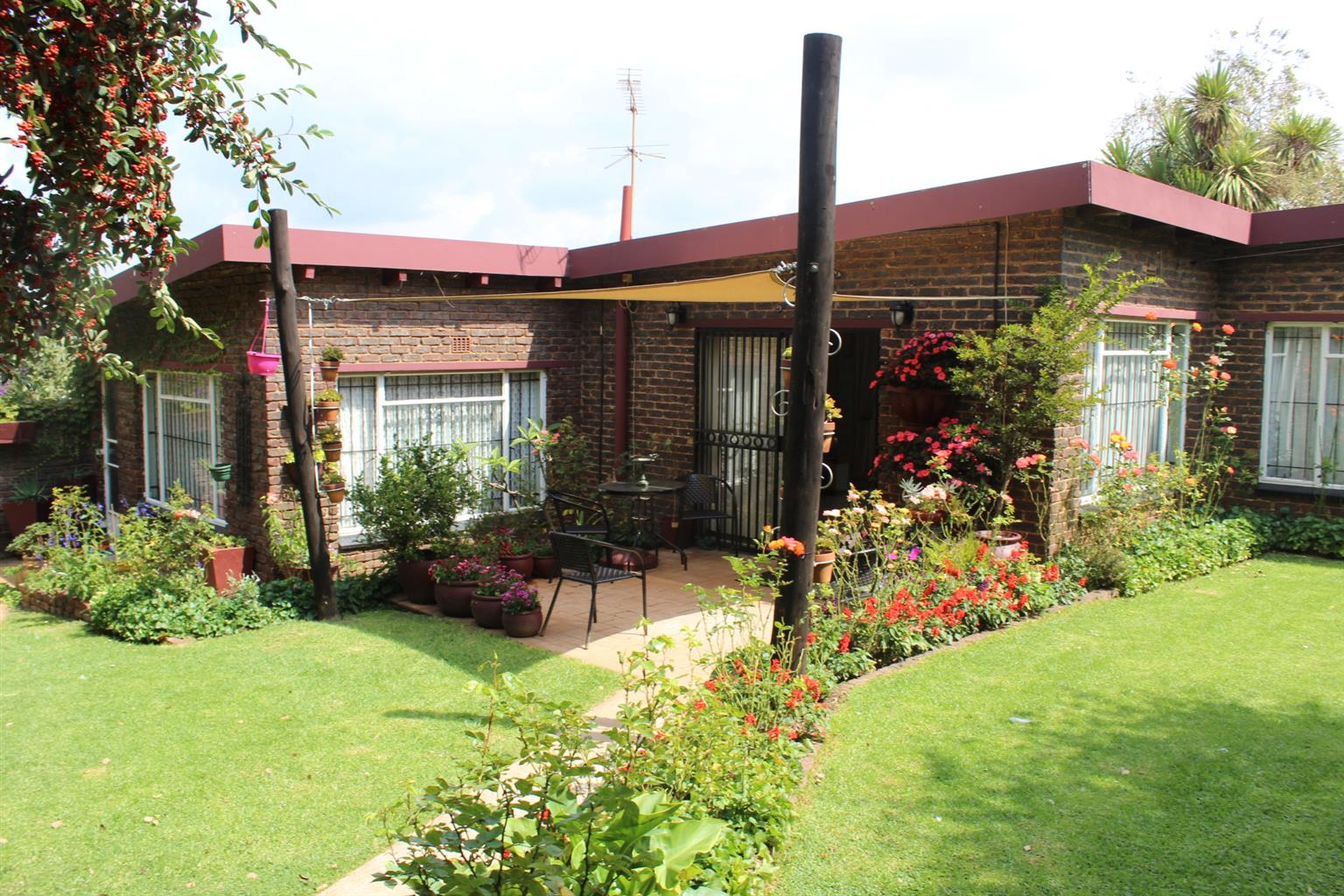 KEMPTON PARK (BREDELL OUTSKIRTS)-13 Min DRIVE DIRECTLY FROM BREFELL ...