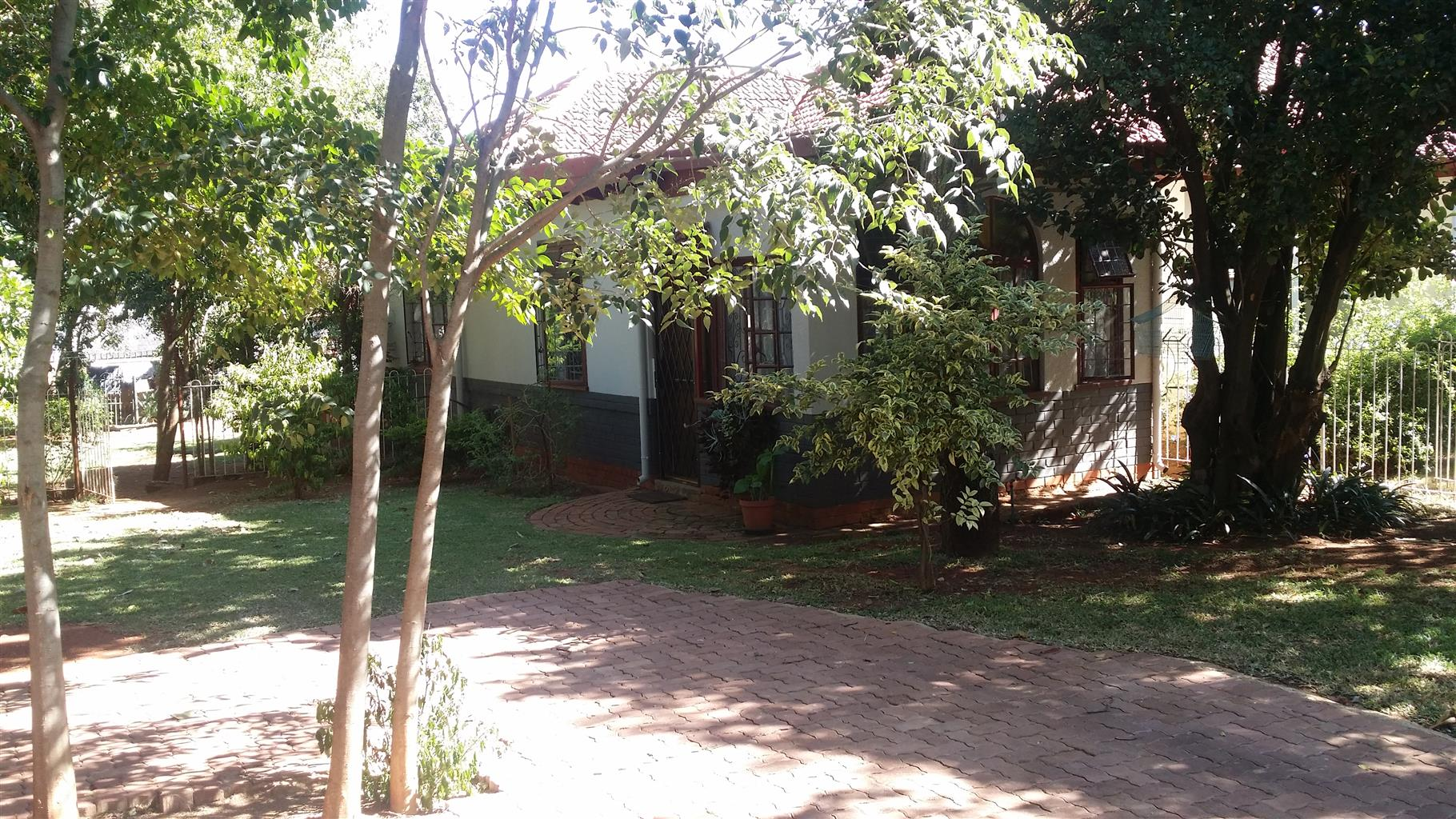 EASTWOOD Pretoria: Embassy area between Union Building and Presidential Residence