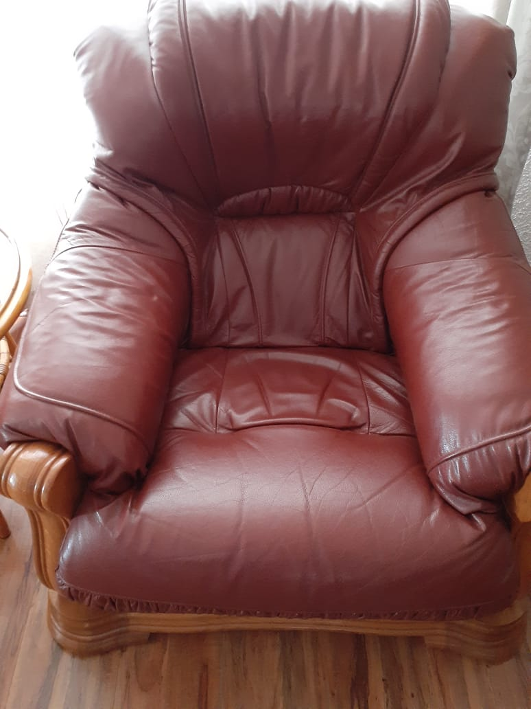 Genuine oak and leather lounge suite
