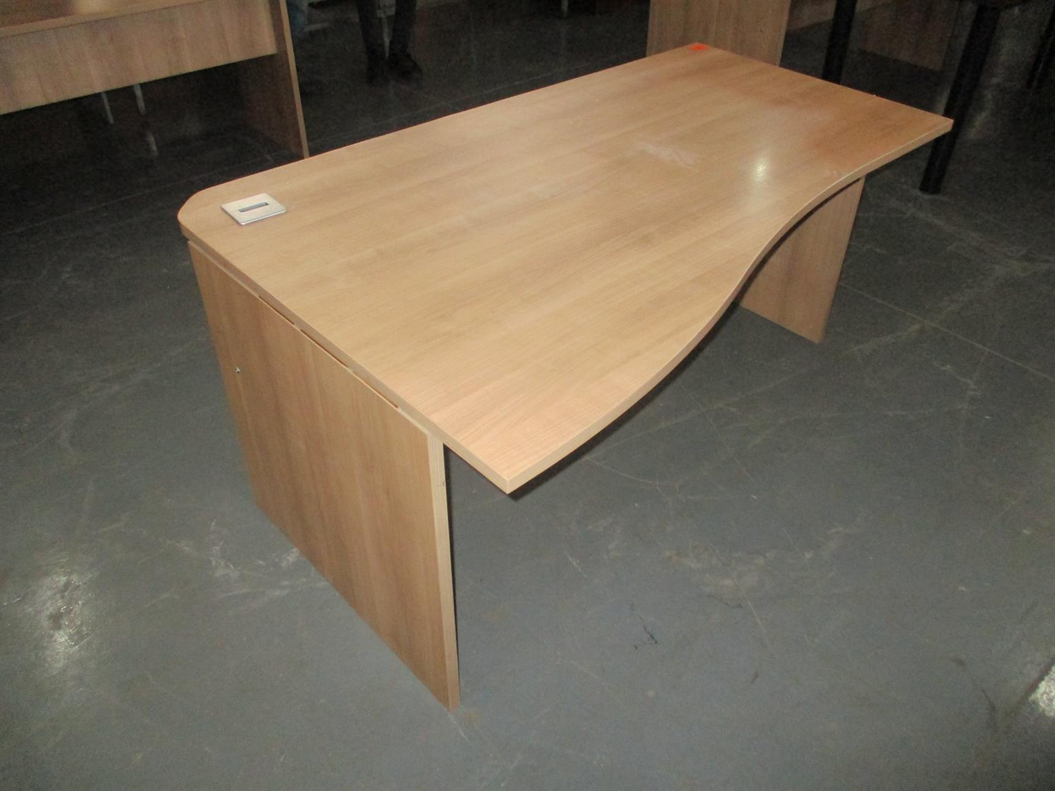 Curved desk with panel legs Harvard cherry