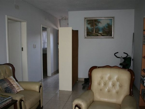 Belgravia near Ellis Park stadium 2bedroomed flat for R4000