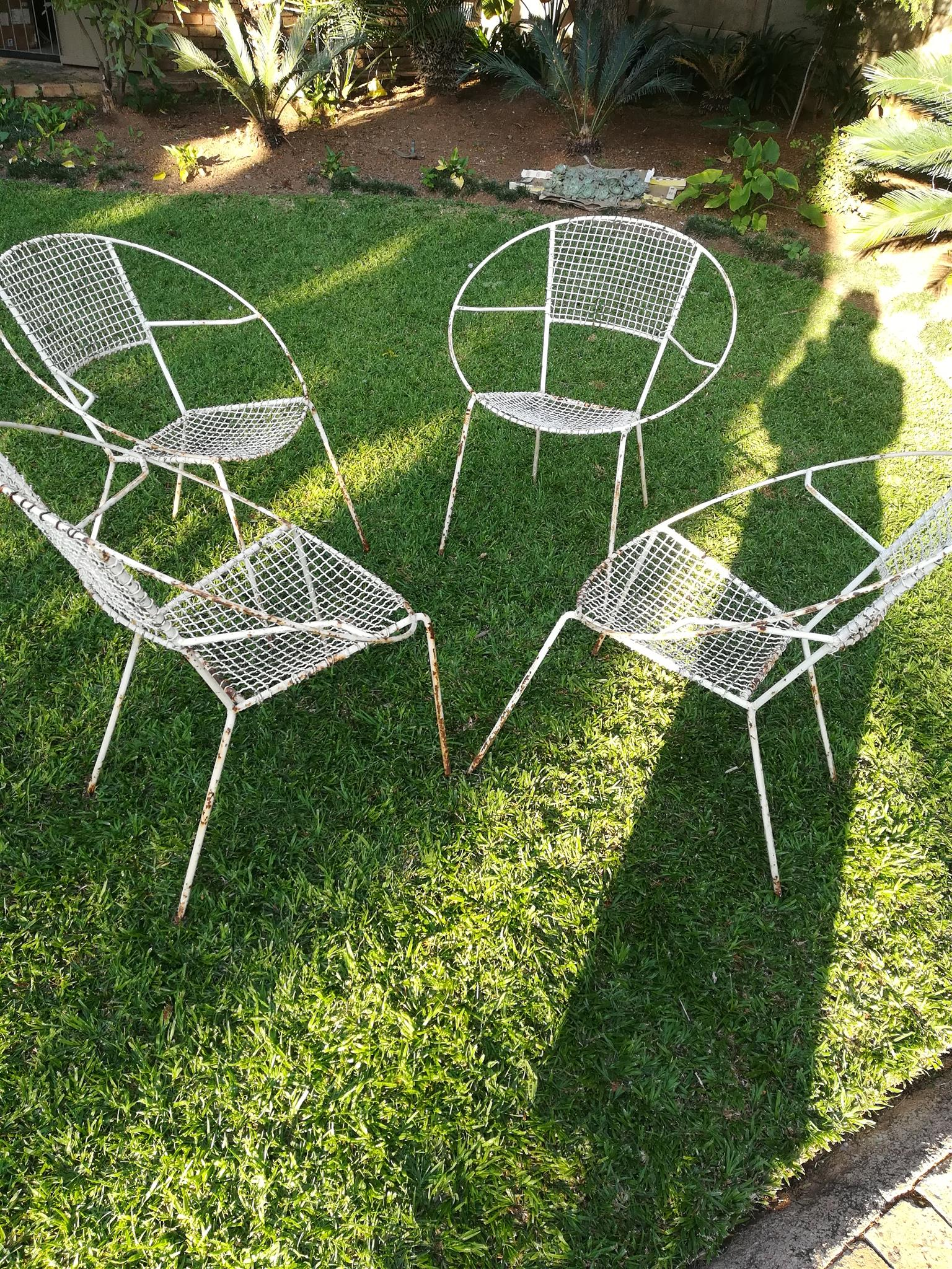 Wire garden chairs - needs paint